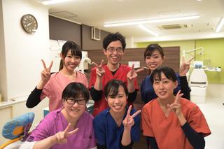 社本歯科 スタッフ写真.JPG